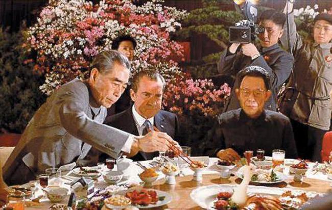 尼克松吃大闸蟹