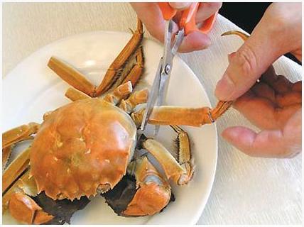 吃蟹方法步骤一